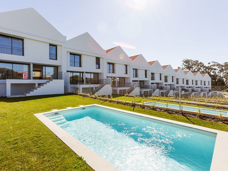 view of four-bedroom house with a pool for €925,000 near Lisbon