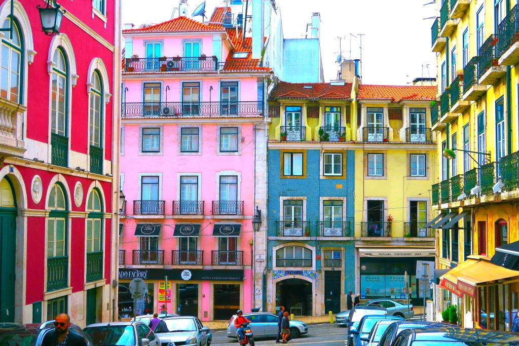 Portugal golden visa program requires a minimal physical residency of 7 days per year.